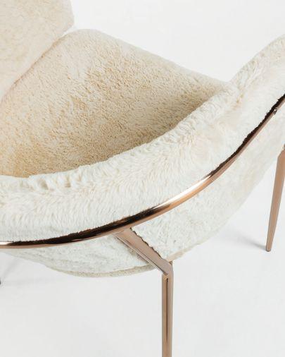 Silla Runnie de pelo blanco con patas de acero con acabado en cobre