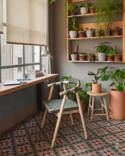 Cadira Majela de fusta massissa eucaliptus amb acabat efecte roure i corda verd