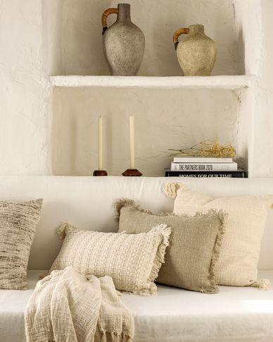 Devi cushion cover with white tassels 45 x 45 cm