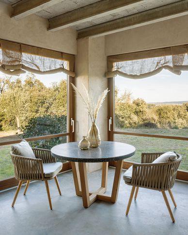 Shanelle runder Tisch aus schwarzem Terrazzo und massivem Akazienholz Ø 120 cm