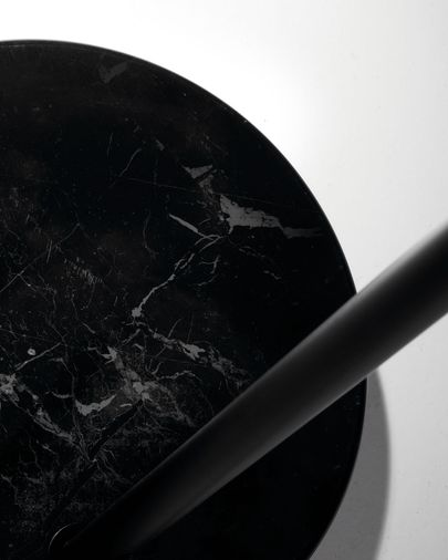Lámpara de pie May de acero con base de mármol negro