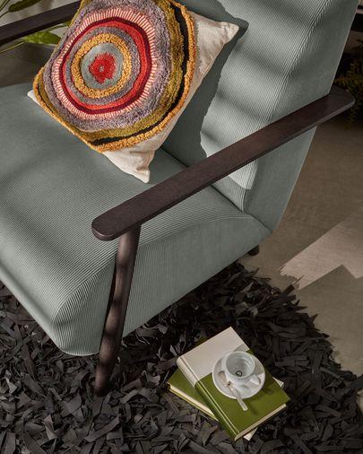 Butaca Meghan pana gris oscuro y patas de madera maciza de fresno con acabado wengué