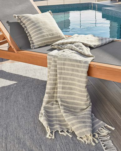 Sweeney 100% cotton cushion cover with grey and white stripes 45 x 45 cm