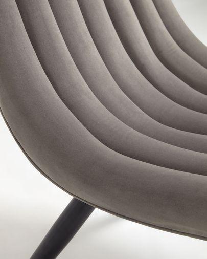 Chaise Marlene en velours gris et pieds en acier finition noire