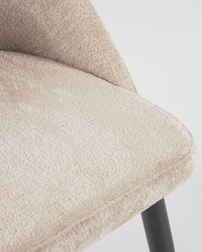 Silla Mael de chenilla beige y patas de acero con acabado negro