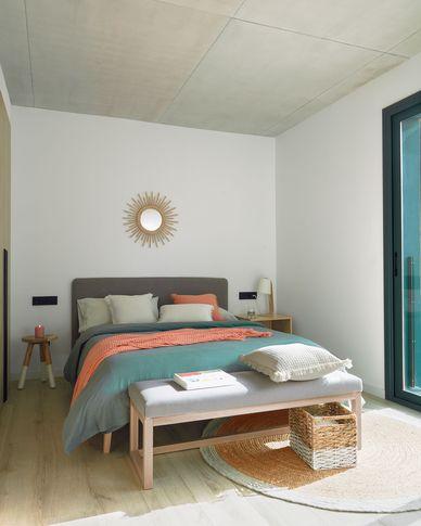 Dyla Bett aus grau und Beinen aus massivem Buchenholz 160 x 200 cm