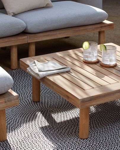 Set Viridis di 4 poltrone e due tavoli