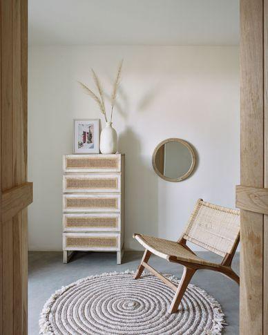 Cómoda Rexit 5 cajones madera maciza y chapa mindi con ratán 60 x 113 cm