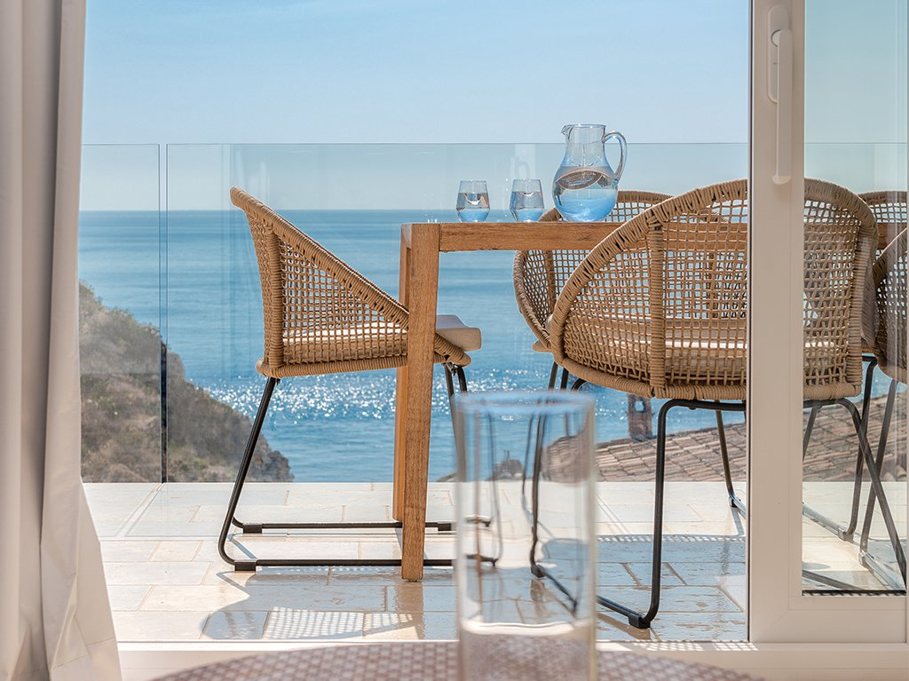 appartment-sea-table-vetter