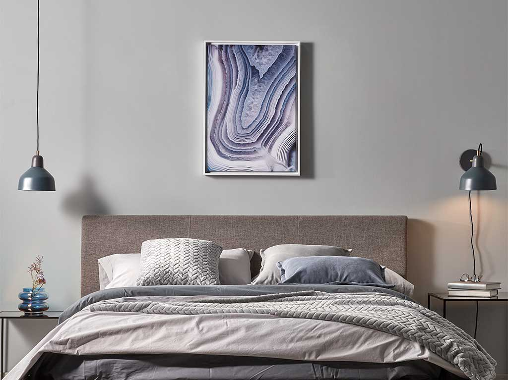 cuadro-rectangular-lila-habitacion-cabecero-cama.jpg