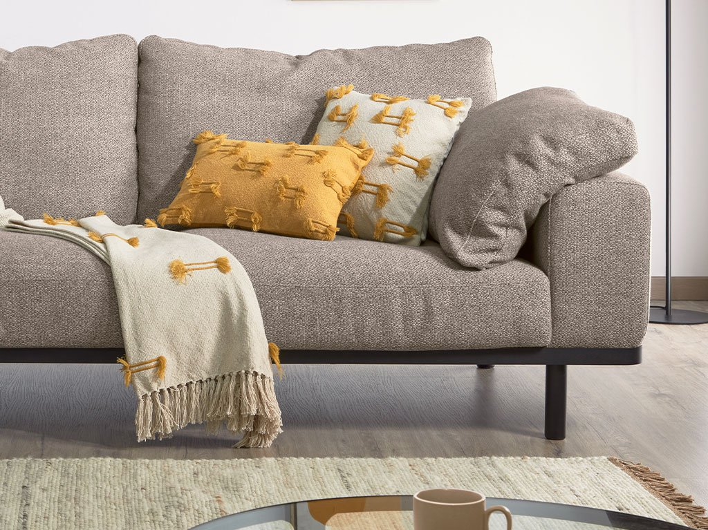 decorar-sofa-cojines-02.jpg
