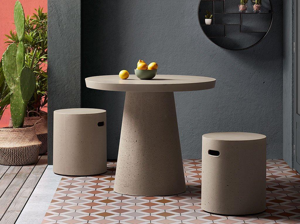 exterior-silla-mesa-cemento.jpg