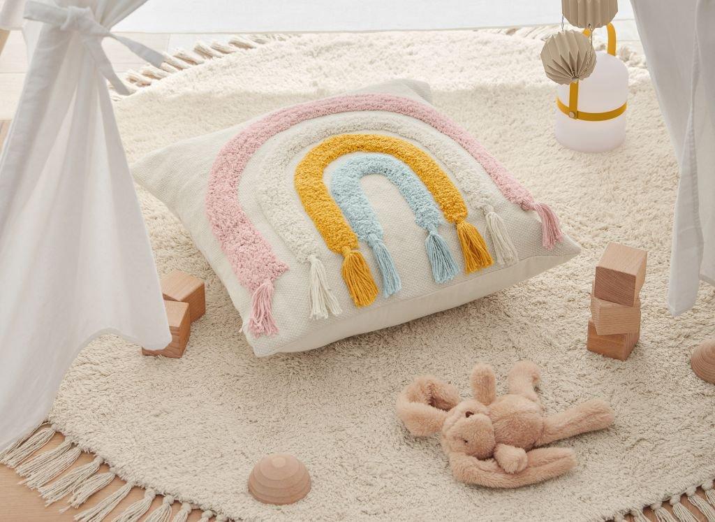 ideas-regalos-utiles-mama-primeriza-bebe-decoracion-infantil-cojin-tipi-alfombra.jpg
