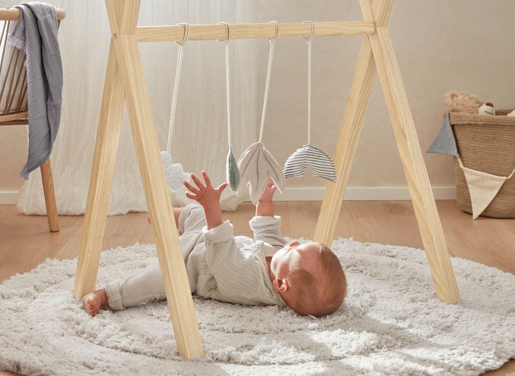 ideas-regalos-utiles-mama-primeriza-bebe-gimnasio-infantil.jpg