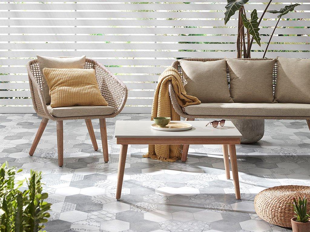 interiorismo-diseC3B1o-madera-cemento-cuerda-mesa-sillon-sofa-exterior.jpg