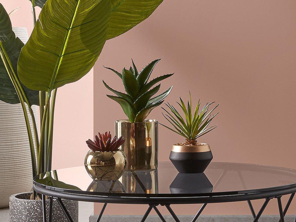 plantas-artificiales-decorativas-macetas-doradas.jpg