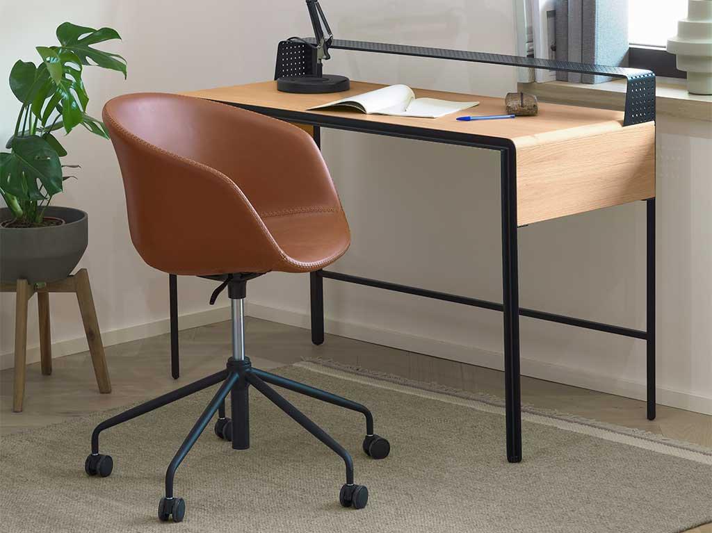 silla-escritorio-tapizada-piel-marron-camel-ruedas.jpg