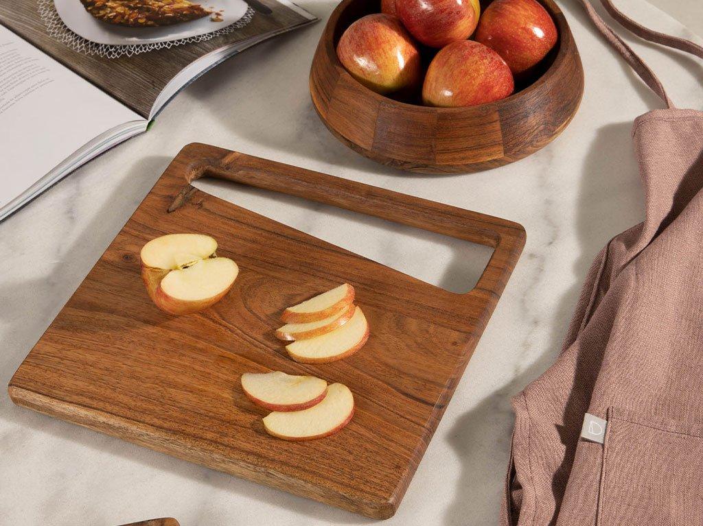 tabla-cortar-madera-manzanas.jpg